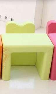 Iizz children's armchair cum desk
