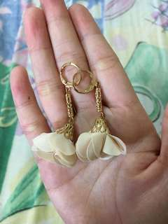 Beige Flower Gold Clip Dangling Earring