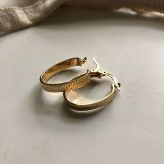 GOLD OBLONG HOOPS