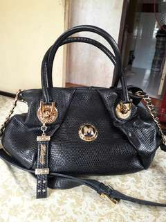 Metrocity Italy Genuine Leather Two Way Crossbody Handbag