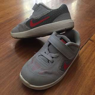 Nike Rubbeshoes 7 (no box)