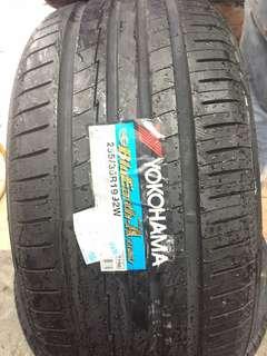 255/35/19 AE50 Yokohama Tyre