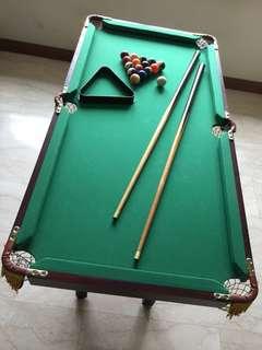 Medium size pool table