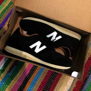NEW BALANCE size 40 (authentic)