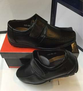 Synthectic black shoes kids