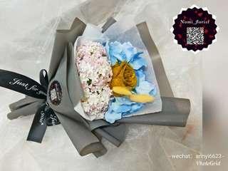 Gold rose flower bouquet