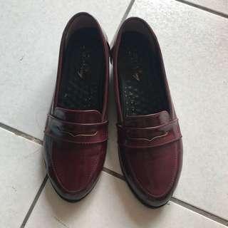 🚚 復古酒紅色包鞋