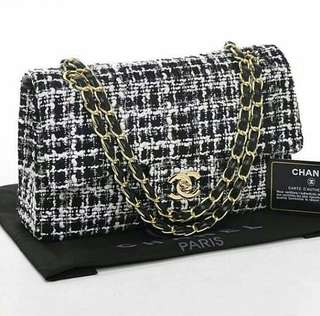 Chanel tweed classic