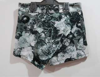 Grayscale Rose Origami Skorts