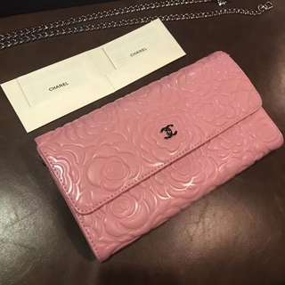 [Chanel Cross Body bag]the VIP treatment gift. Material: the head layer cowhide. Country of origin: France. Color: Pink/black. The actual bag is so much prettier than the pictures.