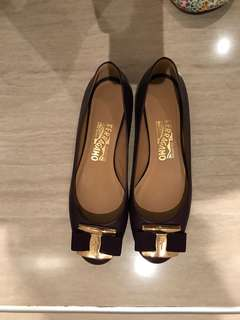 Barely used ferragamo flats - used 3x only