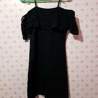 Off shoulder sexy black dress