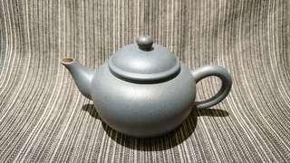 早期紫砂壺、綠泥鴿嘴標準壺
