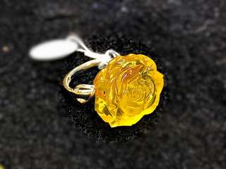 Natural amber ring with flower shape 蜜蜡花形戒指