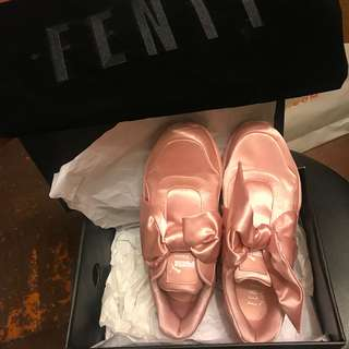 (100%real) 💕Puma FENTY by Rihanna pink lace sneakers