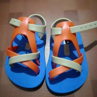 Banana Peel strap sandals size 4
