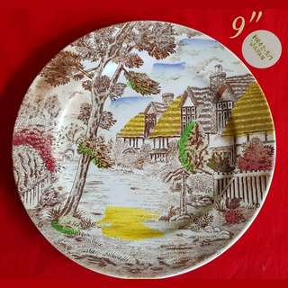 1950s Vintage Ceramic Plates with Beautiful English Scenery. Made in Japan. Good condition no chip no crack and only has crazing and a little brown stain on the brown part of the plate that blends well into the motif. $8 offer, Sms 96337309.