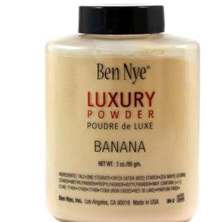 Ben Nye - Translucent and Banana Powder