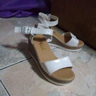 白色氣質楔型鞋  37號