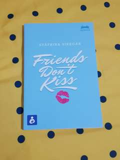 "Novel ""Friends Dont Kiss"""