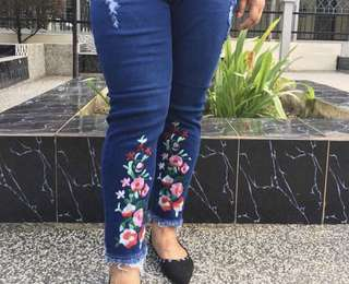 Embroidery Ripped Jeans Plus-size