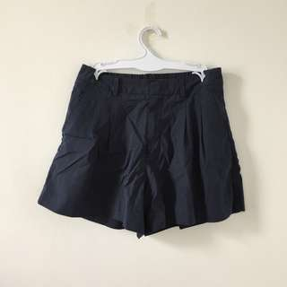 ✅ Uniqlo School Boy Bermudas in Navy
