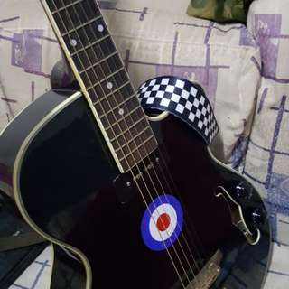 Gitar acoustic