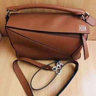Loewe Puzzle Bag tan medium size 92%new