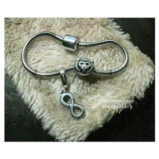 Lion charm bracelet infinity