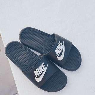 Nike Benassai 基本款 黑白