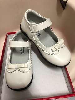 女童白皮鞋