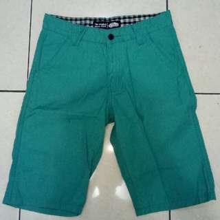 Celana pendek Vans