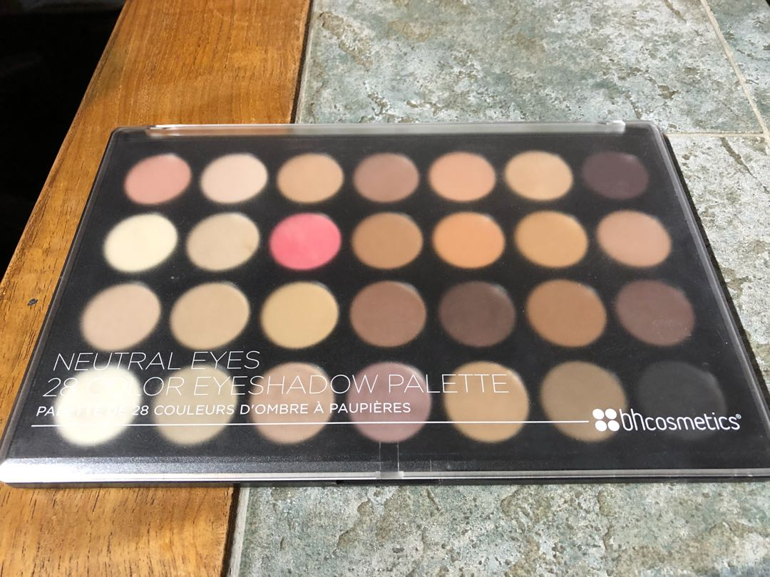 Bh cosmetics 28 color eyeshadow palette