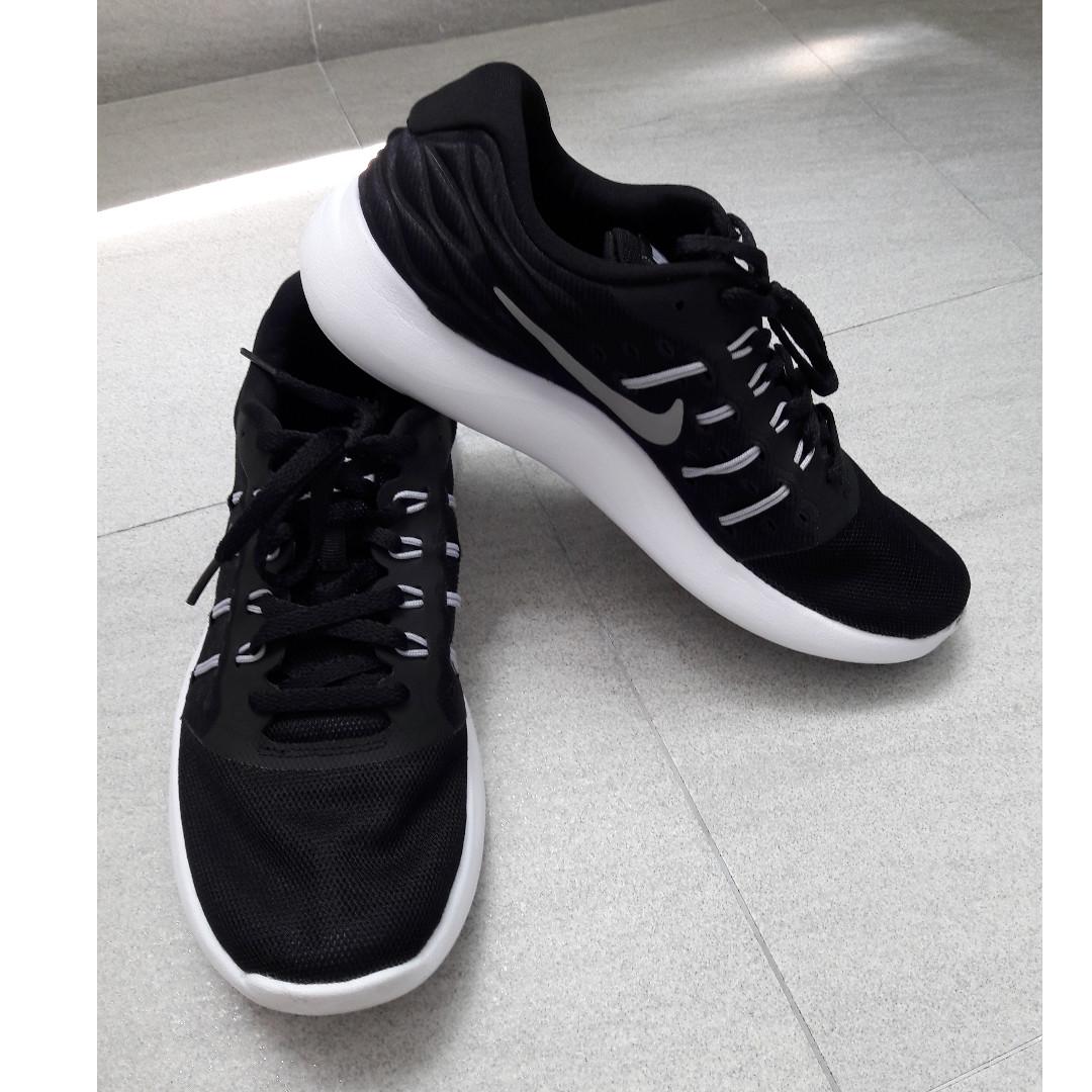 low cost b4d35 71465 Black Nike Fitsole women's sport shoes, Women's Fashion ...