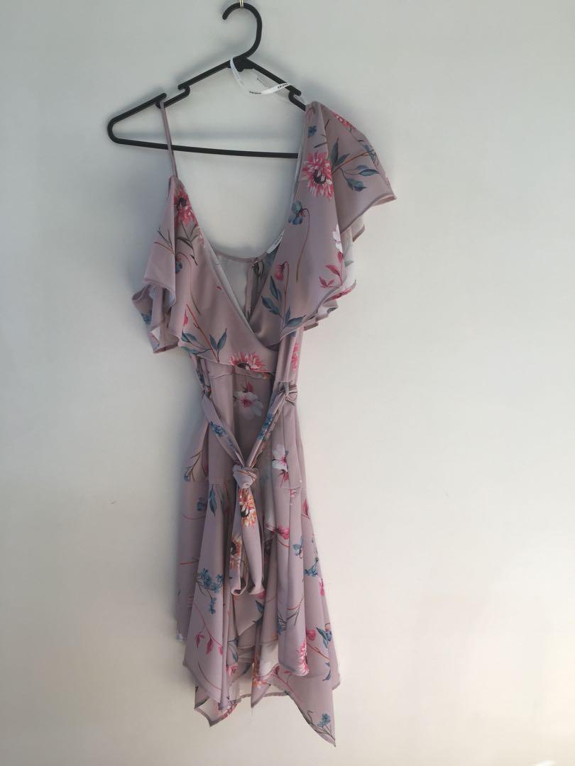 Floral cold shoulder dress 👗