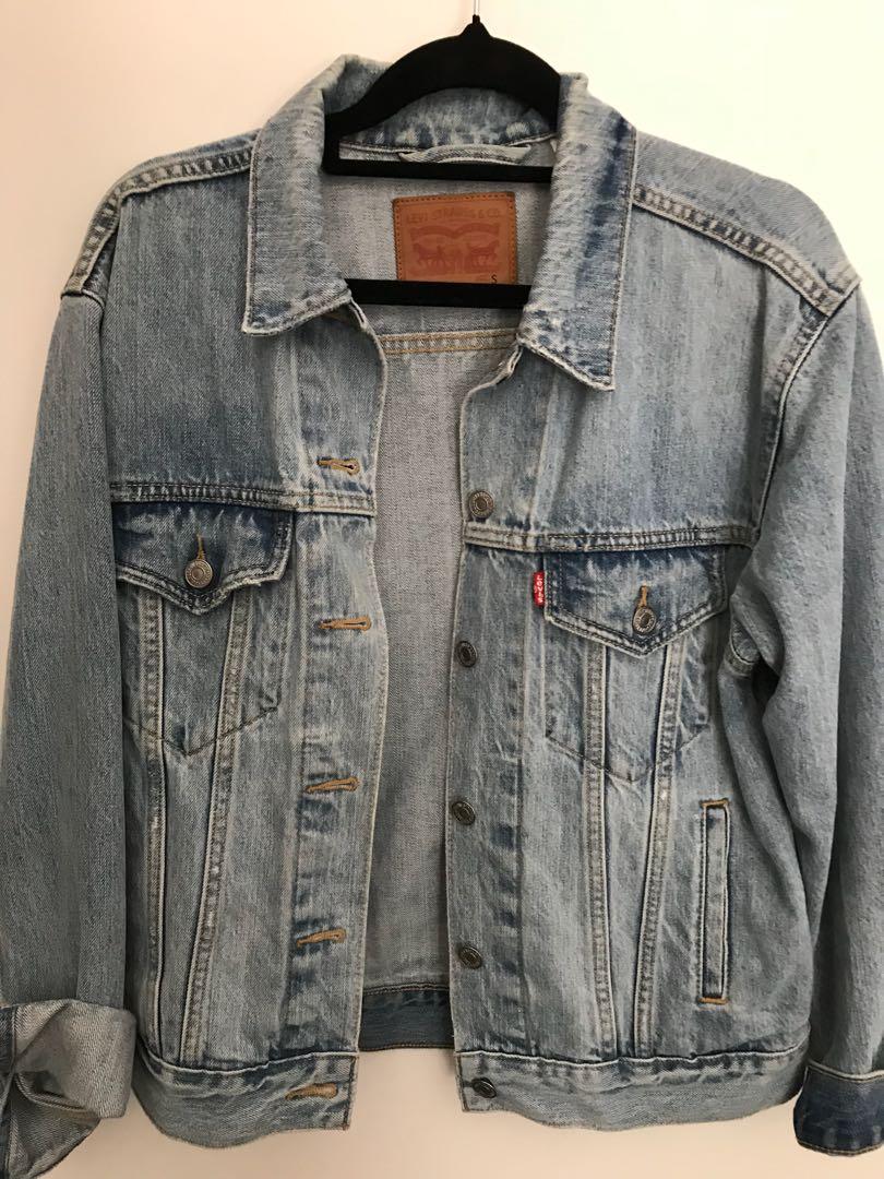Levi's denim jacket size s (oversized)
