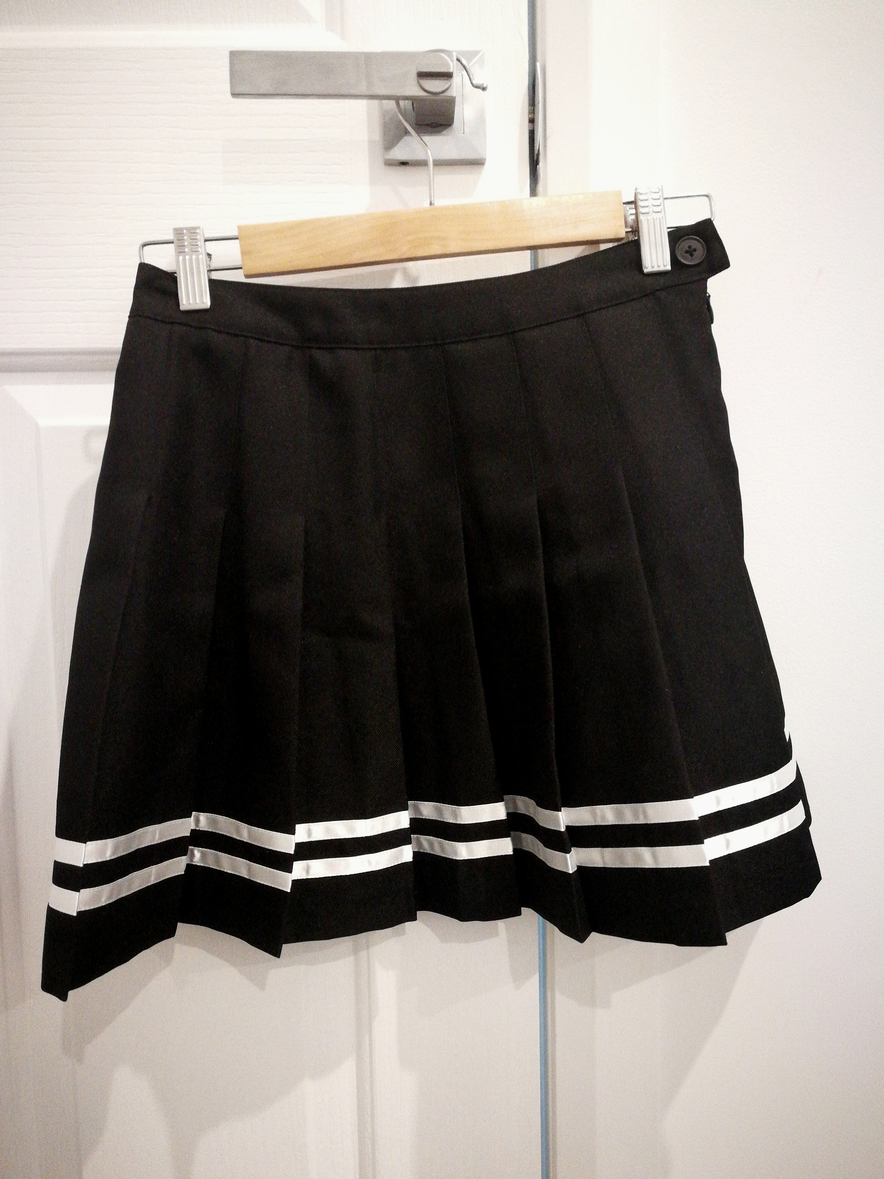 pleated sailor styled skirt (two stripes)