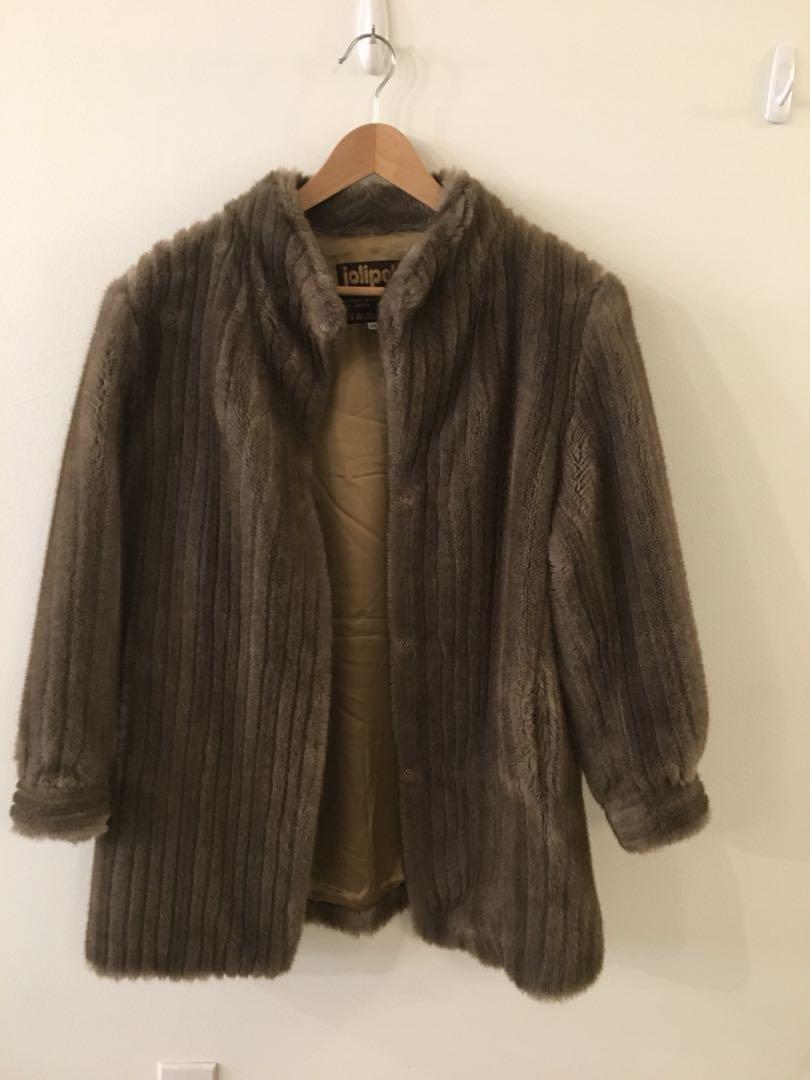 PRICE DROP: vintage faux fur coat size M