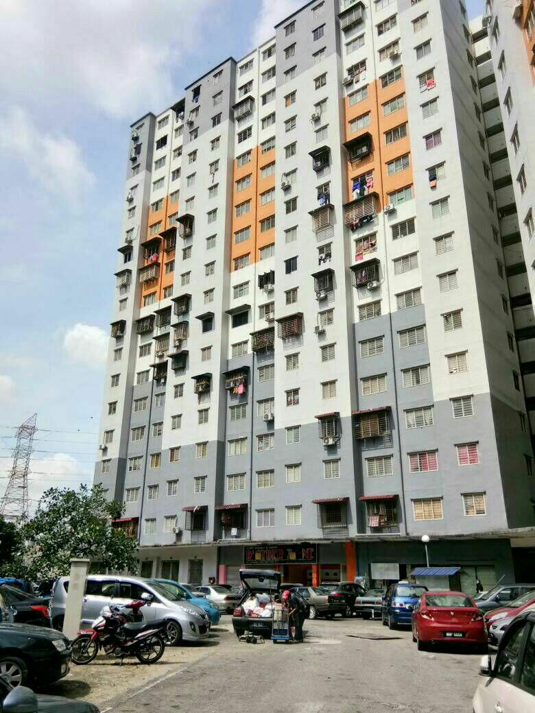Carou의 Renovated Apartment Sri Penara Bandar Permaisuri Cheras Property For