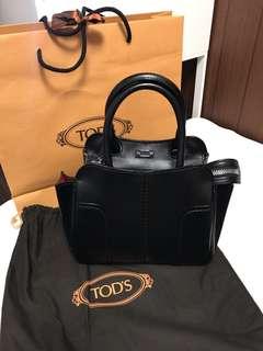 Tods 黑包 內搭紅
