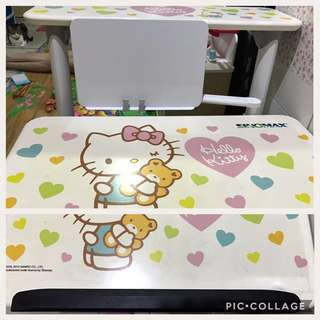 Sinomax X Hello Kitty 人體工學書枱