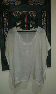 Batwing sulam top