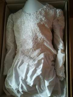 Vintage Silk wedding dress. Pearl detail. Sweetheart neck line. Long sleeve. Off white.
