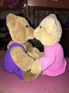 Kissing a bears
