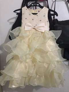 Brand new dress for 5/6/7yrs old light yellow
