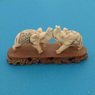 Vintage Collectibles Cow Bone Carving Handmade Miniature Fighting Elephants Figurine