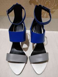 Shoes Charles and Keith size 37