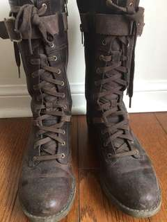 Brown leather lace up Timberlands (size 6.5)
