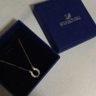BNEW Swarovski Rosegold necklace