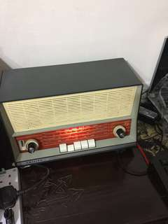 Vintage  1960 Philip radio still in good condition Rare pcs already 58yrs  still very nice  look new condition For sharing  n sell 👍👍👍😀😀😀